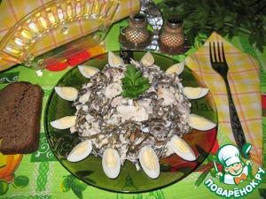 Рецепт Салат из морской капусты, белой рыбы и перепелиных яиц