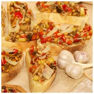 Рецепт Брускетта с печеными овощами и сыром