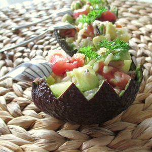 Рецепт Салат со смесью риса, авокадо, помидором и ананасом