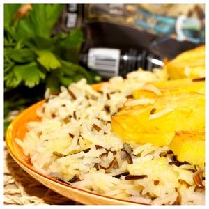 Рассыпчатый рис и золотистый картофель