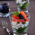 Салат-коктейль из лосося, авокадо и творожного крема