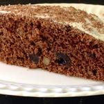 Шоколадный постный пирог с черносливом и орехами