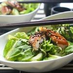 Зеленый салат с угрем