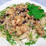 Спагетти с креветками и грибами в сливочном соусе