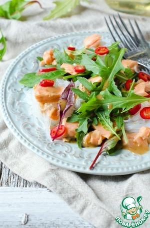 Рецепт Салат с рисовой лапшой, семгой и салатным миксом