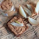 Ореховый паштет с проростками чечевицы