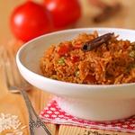 Томатный рис с корицей