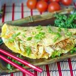 Омлет с овощами и рисовой лапшой
