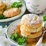 Запеченные сырники в абрикосовом конфитюре