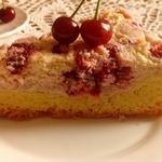 Пирог с вишней и творожным кремом