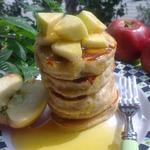 Оладьи с яблочным соком и мёдом