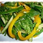 Салат из стручковой фасоли с овощами