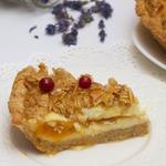Творожный пирог на злаковой основе с абрикосом и лавандой