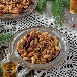 Пряные орешки, глазированные в роме