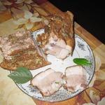 Свиная грудинка на луковой шелухе