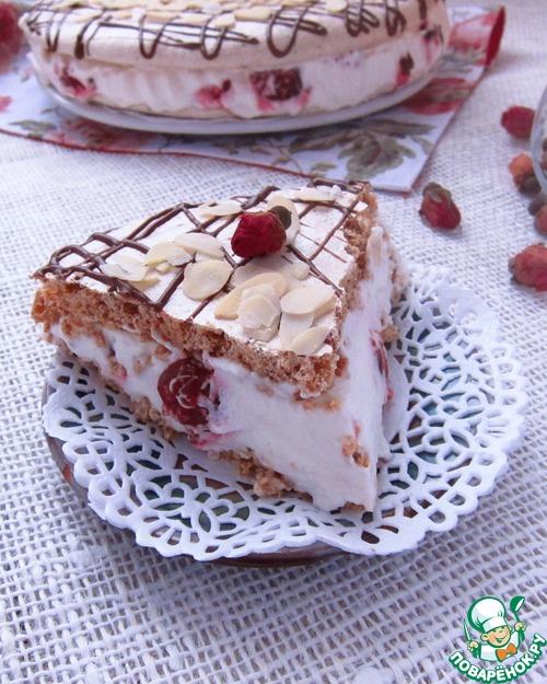 Торт-безе с вишней и фундуком