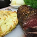 Маринованное и запеченное филе говядины с картофельной запеканкой