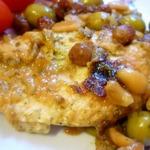 Куриная грудка с изюмом и оливками