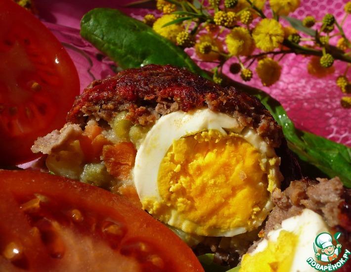 Рецепт: Мясной рулет с яйцом и овощами