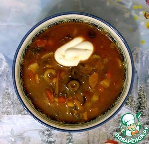 Солянка с белыми грибами и беконом