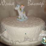 Красивое украшение для тортика в виде пушистых, воздушных рюш