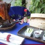 Пекинская утка с кунжутными лепёшками и соусом «Хойсин»