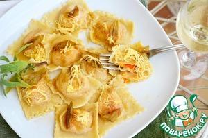 Рецепт Равиоли с тыквой, рикотой под соусом из масла и шалфея