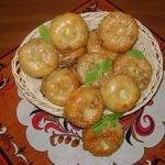 Слоистые мини-пирожки с капустой, яйцом и зеленью