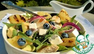 Рецепт Салат с курочкой, ананасами и ягодой