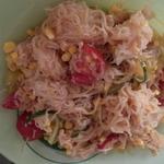 Салат с фунчозой и кукурузой