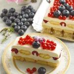 Сливочный десерт с ягодами