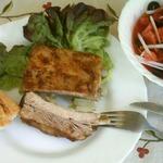 Запеченные свиные ребрышки с салатом «Мурсия»