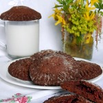 Шоколадное печенье с вишней
