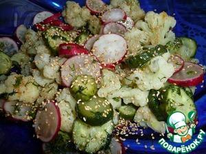 Рецепт Салат с цветной капустой, огурцом, редисом