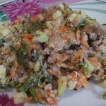Курица в сметане с овощами и гречкой