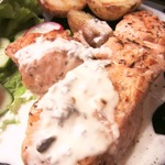 Сёмга и картофель-гриль с соусом из голубого сыра и сливок