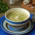 Суп с курицей, горохом и чесноком