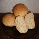 Булочки и хлеб с отрубями
