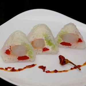Рецепт Ролл с креветкой, декорированный жареной рисовой бумагой