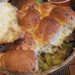 Рагу из телятины и овощей под сырными булочками