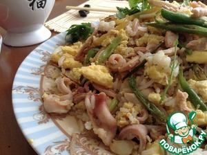 Рецепт Рис в тайском стиле с кальмарами и омлетом
