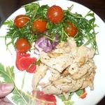 Индейка со сливками с легким салатом