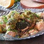 Рагу из красной рыбы с шампиньонами и брокколи