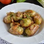 Молодой картофель с салом в мультиварке
