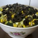 Салат из кукурузы, семечек и огурца