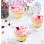 Капкейки с личи и розовой водой