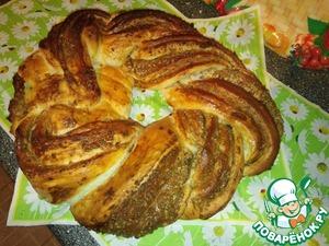 Рецепт Венок из слоёного дрожжевого теста со сгущёнкой и орехами