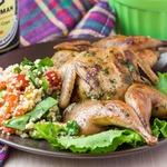 Перепелки на гриле с салатом из кускуса и овощей
