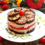 Слоеный салат с баклажанами и рисом