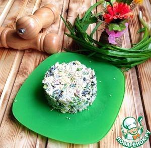 Рецепт Салат с курицей, изюмом и яблоком